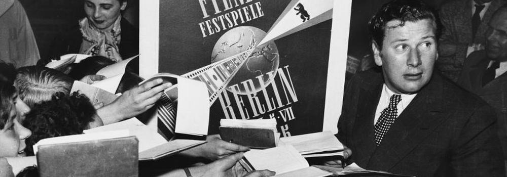 """Peter Ustinov im Jahr 1955 bei der 5. """"Berlianle"""""""
